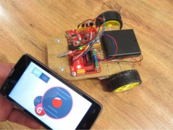 Manage the Arduino-robot using the G-sensor on your smartphone